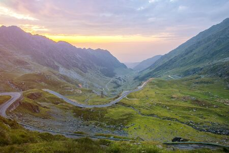 Traffic trails on Transfagarasan pass at night. Crossing Carpathian mountains in Romania, Transfagarasan is one of the most spectacular mountain roads in the world Banque d'images