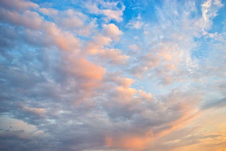 Beautiful sky with cloud before sunset Standard-Bild