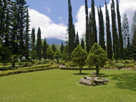 Ulun Danau Temple garden landscape, Bali, Indonesia Stock Photo - 4902129