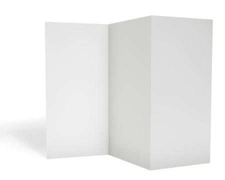 bijsluiter: Leeg triple folder sjabloon geïsoleerd op een witte achtergrond.