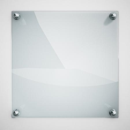 Bescherming glasplaat bevestigd op witte muur met metalen klinknagels Stockfoto