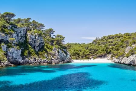 Cala Macarelleta - een van de meest populaire natuurlijke stranden van Menorca, Spanje Stockfoto