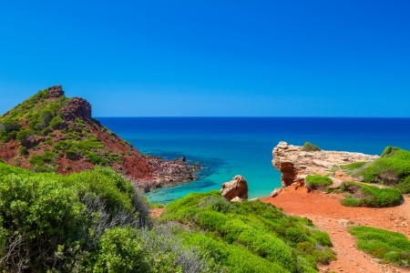 Middellandse zee uitzicht vanaf eiland Menorca kust bij Cala del Pilar, Spanje Stockfoto