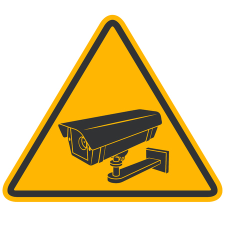 CCTV セキュリティ ビデオ カメラ警告黒と黄色の分離の白い背景に署名します。監視通りピラミッド型のサイン。  イラスト・ベクター素材
