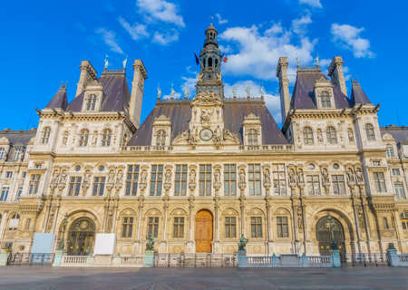 ville: The Hotel de Ville main facade. It has been the headquarters of the municipality of Paris since 1357.