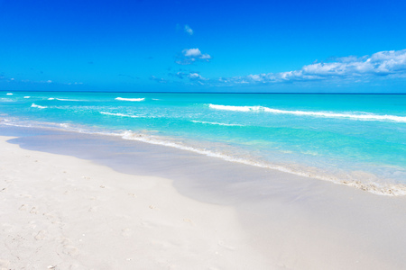 Varadero beach seascape on sunny day. Tropical beach background. Cuba vacation background. Imagens