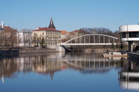 Rivier Suur-Emajgi, Tartu, Estland, het begin van de lente