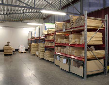 entrepot oog met pakketten pallets en opslag shelfs Stockfoto