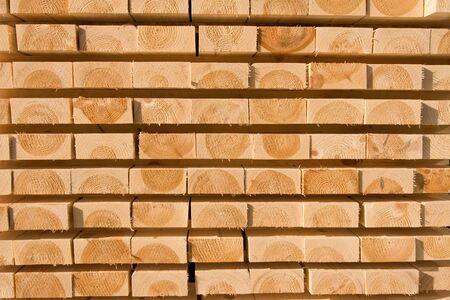 Palen van den planken gestapeld voor het drogen Stockfoto