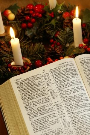 vangelo aperto: Aprire la Bibbia e la corona di avvento