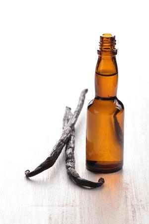 バニラ豆と抽出瓶 写真素材