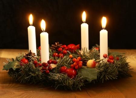 kerzen: Adventskranz mit silbernen B�ndern Lizenzfreie Bilder