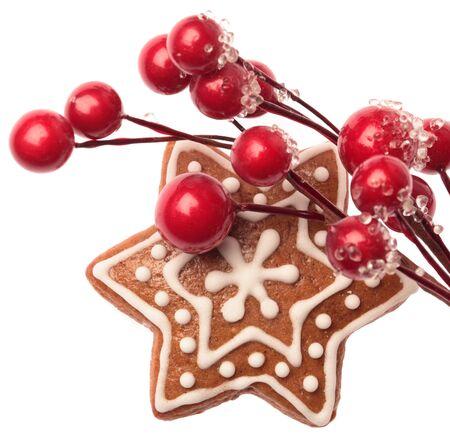 galletas de navidad: Galletas de pan de jengibre con la decoración de Navidad en el fondo blanco Foto de archivo