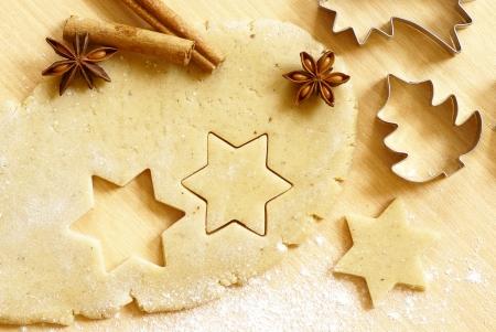 ジンジャーブレッドのクッキーのベーキング アクセサリー生地 写真素材