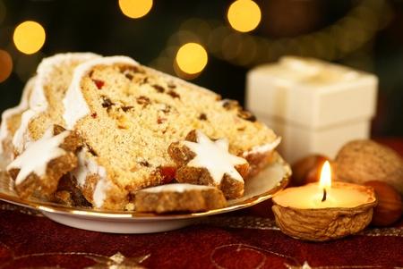 weihnachtskuchen: Christstollen und Plätzchen