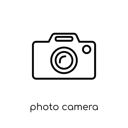 photo camera icon. Trendy modern flat linear vector photo camera icon on white background from thin line Electronic devices collection, outline vector illustration Иллюстрация
