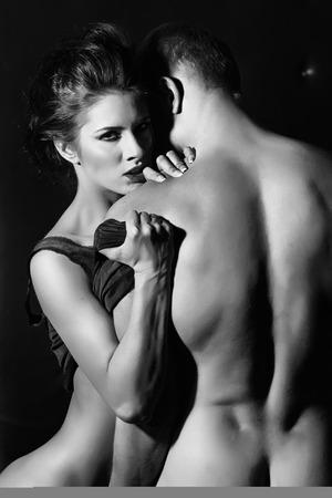 41317733-mujer-tentaci%C3%B3n-y-el-hombre-se-abrazan.jpg?ver=6