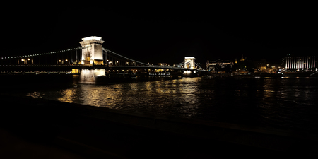Chain beautiful suspension illuminated bridge on river danube between buda and pest at night in capital of hungary budapest hungary outdoor copyspace, horizontal picture Stockfoto