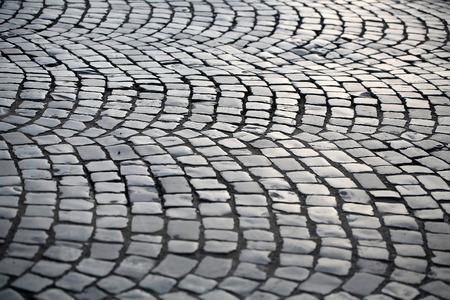 Pavement flag-pierre posée en modèle circulaire ardoise surface sombre de plancher extérieur gris couvrant sur la pierre gris foncé fond Banque d'images - 54655177