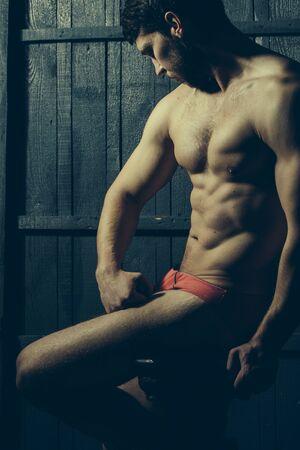 adn: Hombre muscular hermoso en la ropa interior de color rojo. Deporte, ADN salud de la dieta Foto de archivo