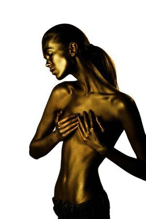 nackte brust: Goldene weibliche Körper der jungen sexy schöne Frau mit nackten Brust und Bauch isoliert auf weißem Hintergrund