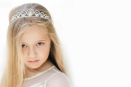 Kleine Mädchen Kind Mit Langen Blonden Haaren Und Hübsches Gesicht ...