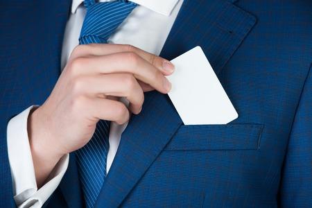 ビジネス倫理、銀行、金融、成功とマーケティング、情報、クレジット、貯蓄、危機、お金が人の手でカードします。