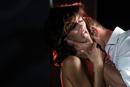 Man with sexy naked girl. Couple in love of sexy man and woman. Relations of girl and guy. Love and romance. Boyfriend and girlfriend embrace. Banque d'images
