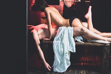 85105416-novio-y-novia-en-la-mesa-relaciones-de-chica-y-chico-hombre-con-cuerpo-muscular-con-chica-sexy-amor-.jpg?ver=6