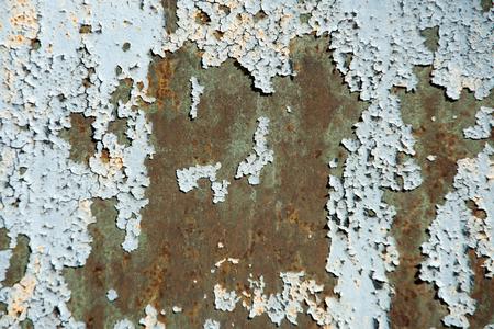ラス金属の質感と古い灰色塗装割れ、錆びた金属の背景に剥離プレート表面。無視、崩壊と破滅のコンセプト