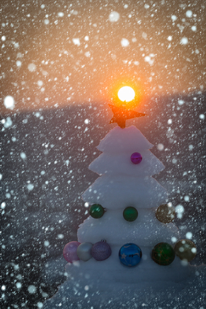 new year christmas snow concept Snow sculpture with red star on natural background. Decorations and ornaments. Winter holidays concept. xmas and new year celebration. Christmas tree with baubles Banco de Imagens