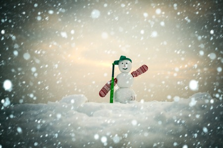 new year christmas snow concept Snowman with baseball bat. Christmas or xmas decoration. New year snowman from snow in cap and mittens. Happy holiday and celebration. Winter activity, sport fighting. Banque d'images