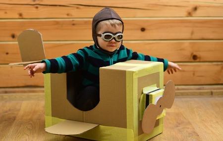 子供、パイロットスクール、イノベーション。パイロット旅行、エアドローム、想像力。航空郵便配達、航空機の建設。夢、キャリア、冒険、教育