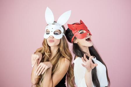 Dominante, maîtresse, bdsm, masque de lapin érotique. dominante, femmes lesbiennes, relation amoureuse, super-héros. Banque d'images