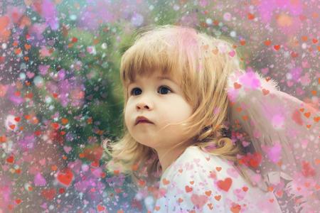 Valentines Day background. Happy kid. Angel Banco de Imagens