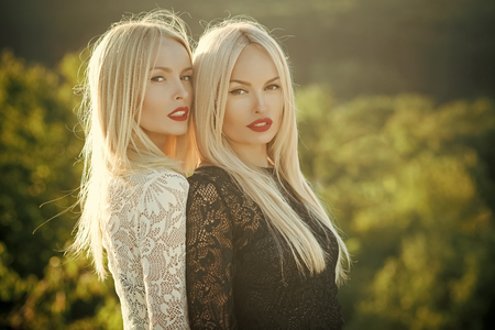 Two women with red lips and long blond hair Stok Fotoğraf