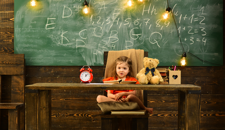 Tutor will require child to learn specific skill before advancing to level.Tutors work closely with schools and teachers, may meet at school. niversity friends studying and reading books in classroom. Stok Fotoğraf - 101235823