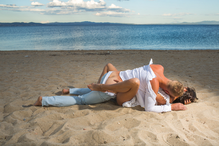 honeymoon of couple in love on sandy beach. honeymoon and love concept Banque d'images