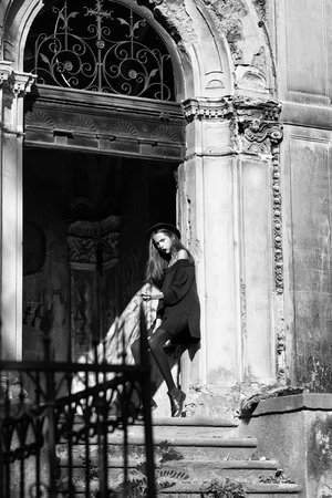 fashionable woman near old building Imagens