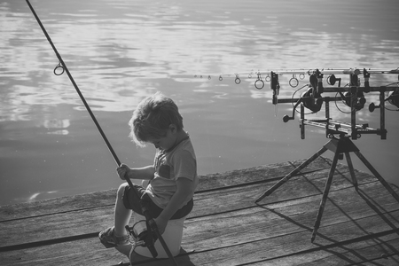 Cute boy fishing on river Banque d'images