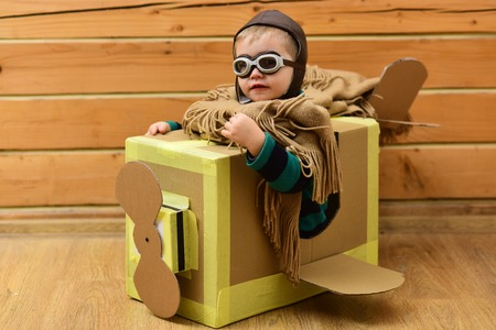 cardboard plane, childhood, little boy pilot. Stockfoto - 101756488
