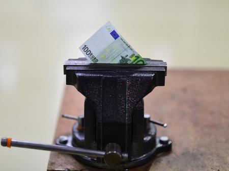 Euro bank note in vise. Economic and financial crisis. Banco de Imagens