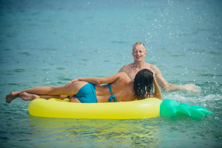 Summer vacation and travel to ocean. summer vacation of sexy couple in love Фото со стока