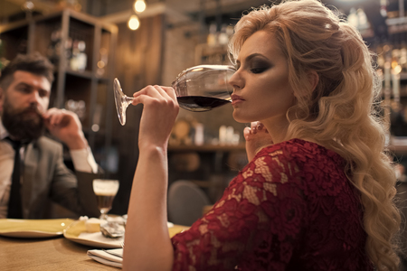 romantic dinner in a restaurant. Valentines day with woman and man. Business meeting of man and woman. Dislike makes conflict and divorce. couple with misunderstanding at restaurant. Bad date of couple, break up relations and love Stockfoto - 102945182