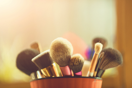 makeup artist tools. makeup brush for fashionable cosmetic in pink cup Foto de archivo - 103552512