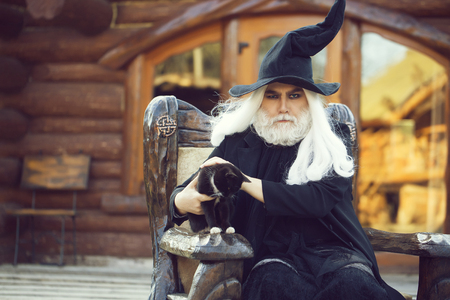 Evil wizard with cat Banque d'images