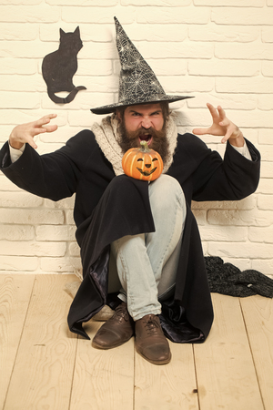 Halloween hipster with pumpkin and black cat symbol on wall Foto de archivo - 109169751