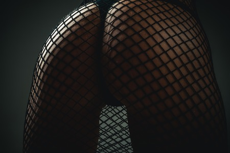 Cuerpo de mujer perfecto en lencería. Mujer muestra un hermoso culo, trasero. Chica sexy con nalgas. Mujer sensual con gran culo. Mujer en ropa interior. Foto de archivo