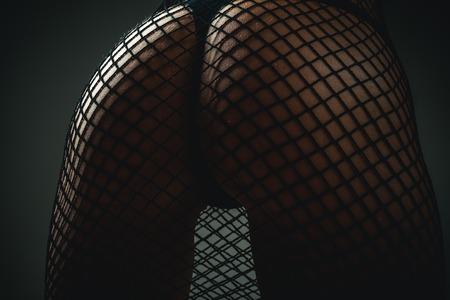 Perfect dameslichaam in lingerie. Vrouw toont een mooie kont, kont. Sexy meisje met billen. Sensuele vrouw met grote kont. Vrouw in ondergoed. Stockfoto