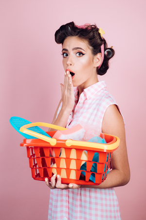 savings on purchases. retro woman go shopping with full cart. surprised girl enjoying online shopping. online shopping app. vintage housewife woman ready to pay in supermarket. Ask for advice Zdjęcie Seryjne